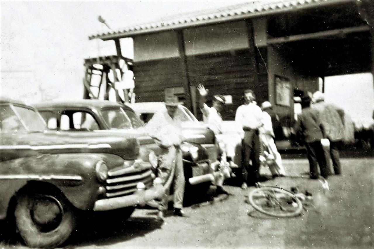 Ponto de táxi no Aeroporto Regional Gastão Vidigal - Década de 1950
