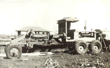 Motoniveladora na Praça da Rodoviária - Final da década de 1940