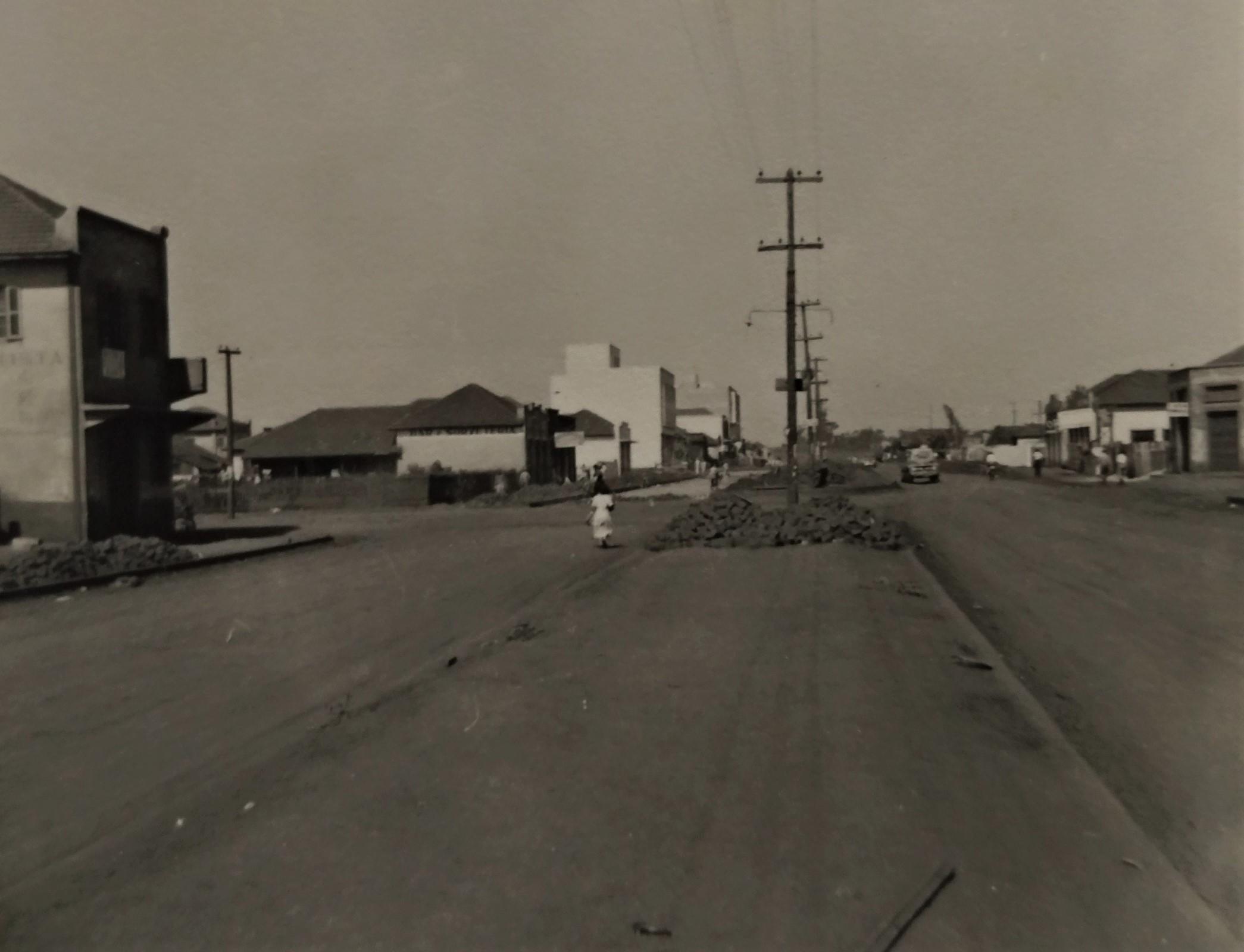Avenida Brasil esquina com a avenida Herval - Década de 1950