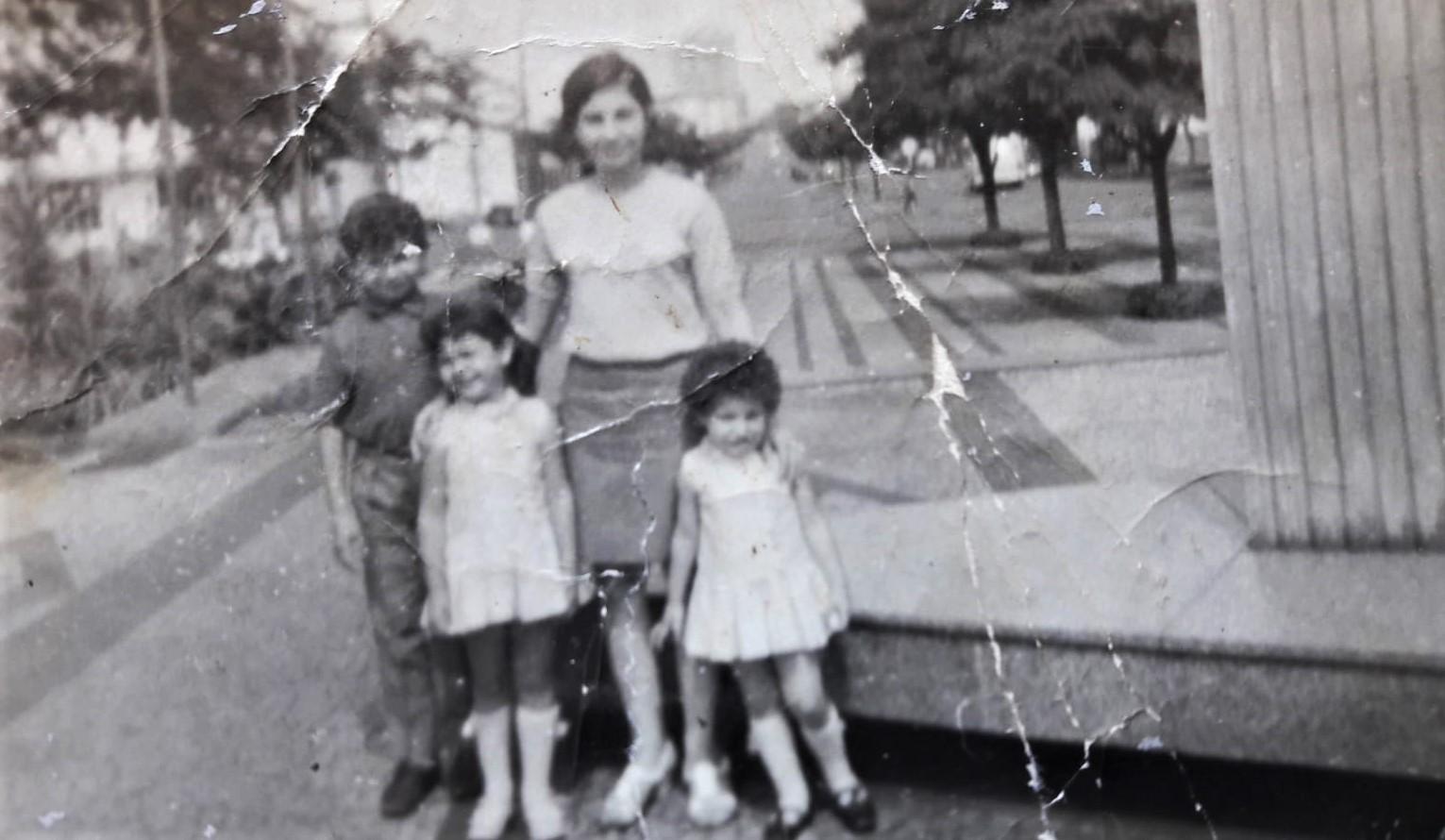 Família na praça José Bonifácio - 1969