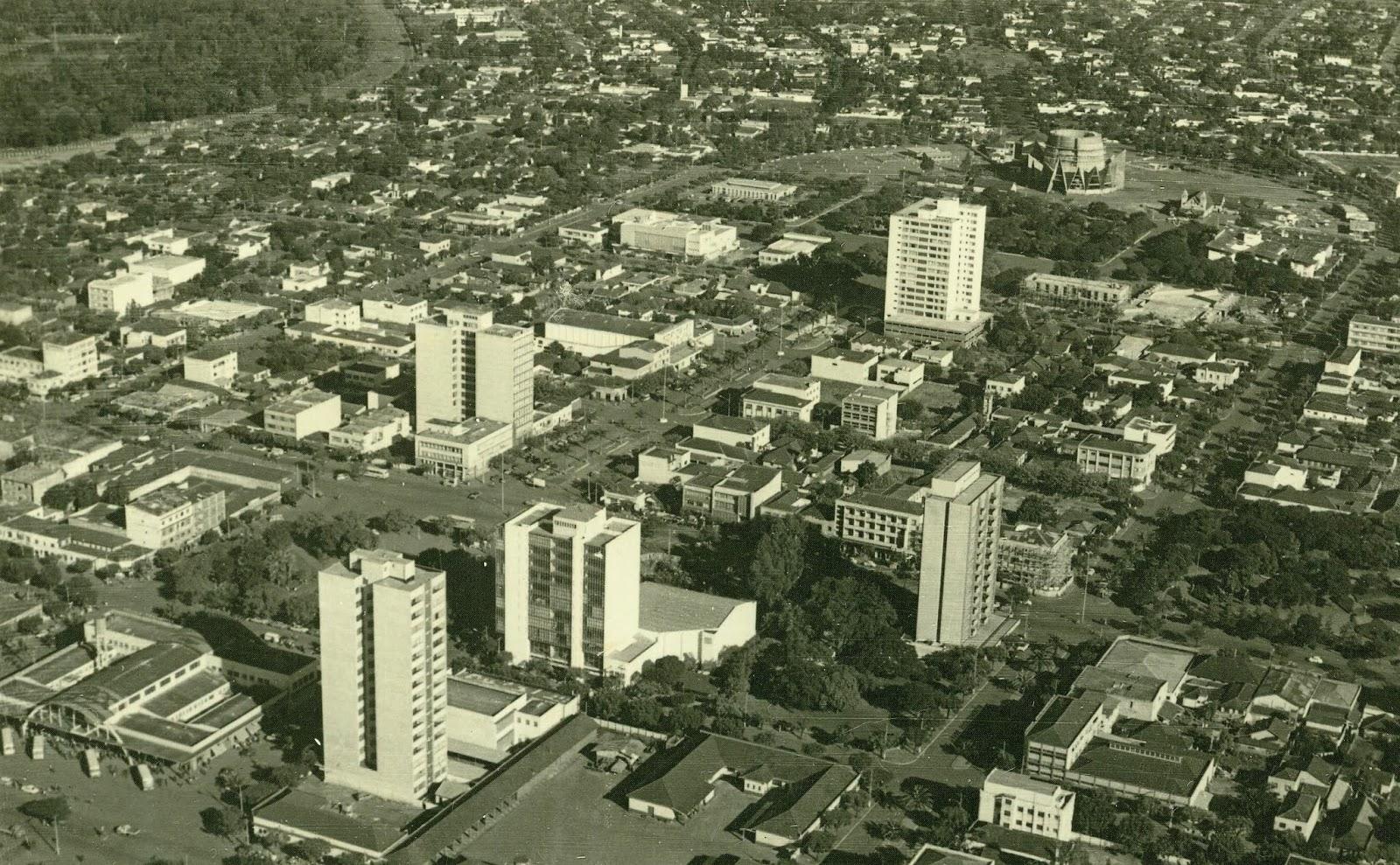 Vista aérea do Eixo Monumental - Década de 1960