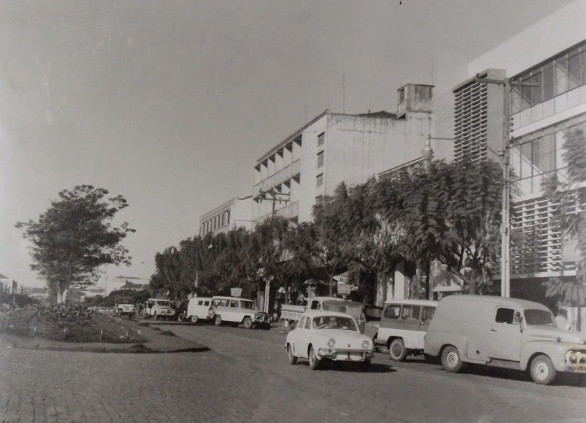 Avenida Brasil e seus veículos - Década de 1960