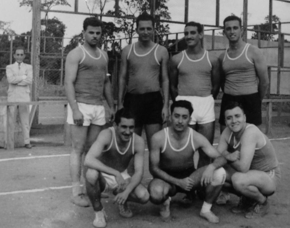 Time de voleibal do Aero Clube de Maringá - 1954