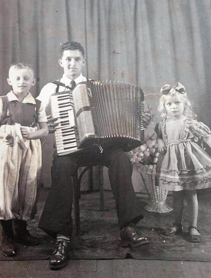 Eugênio Scramin e sobrinhos - 1948