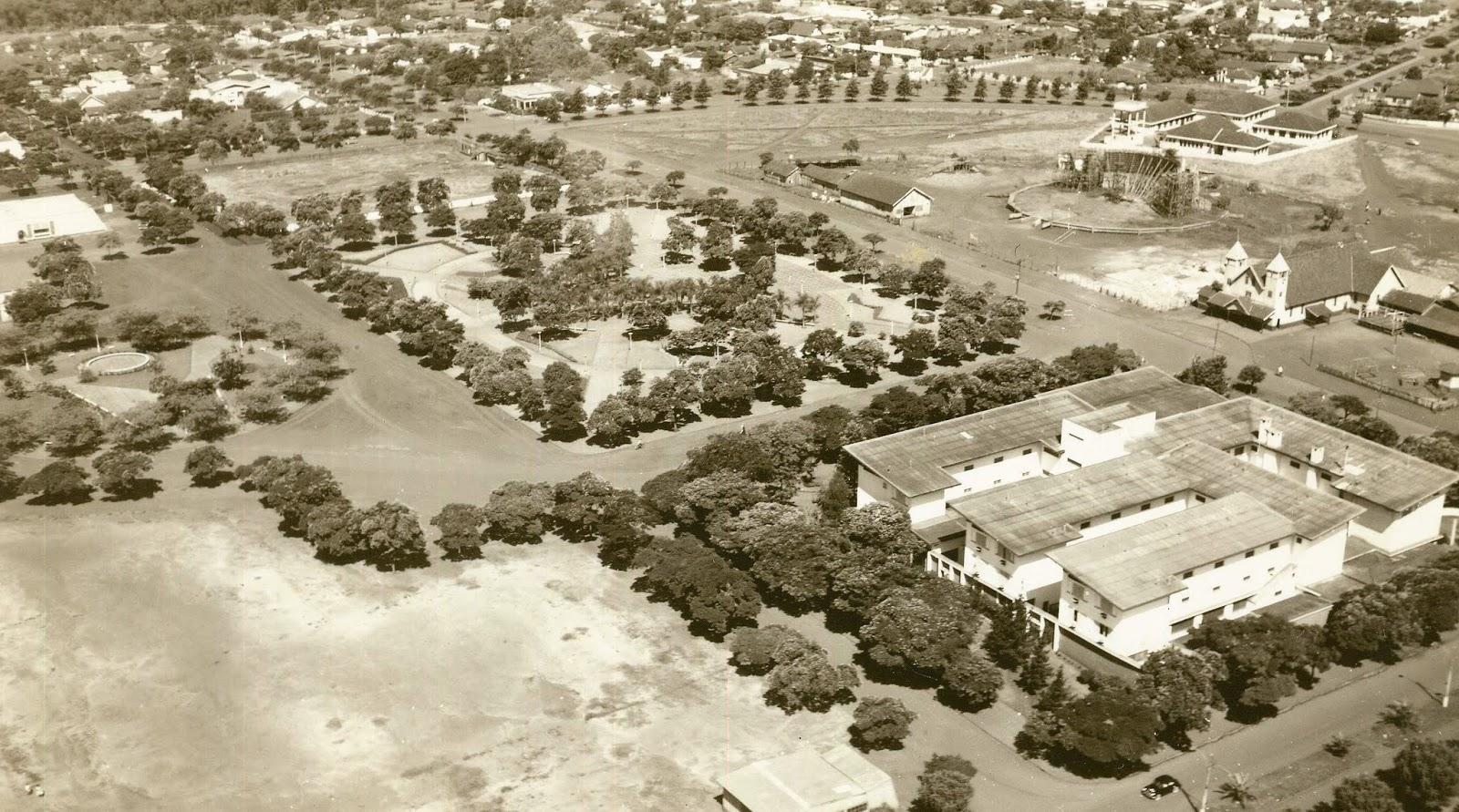 Vista aérea da praça Dom Pedro II - Início dos anos 1960
