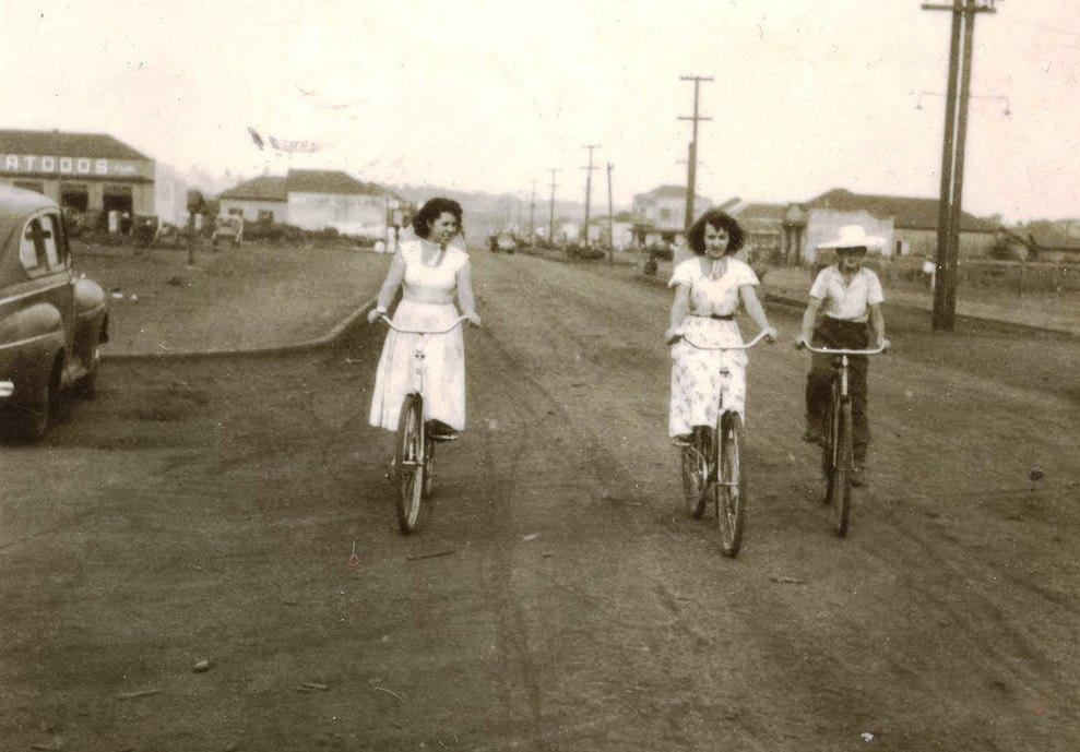 Ciclistas pela Avenida Brasil - Década de 1950