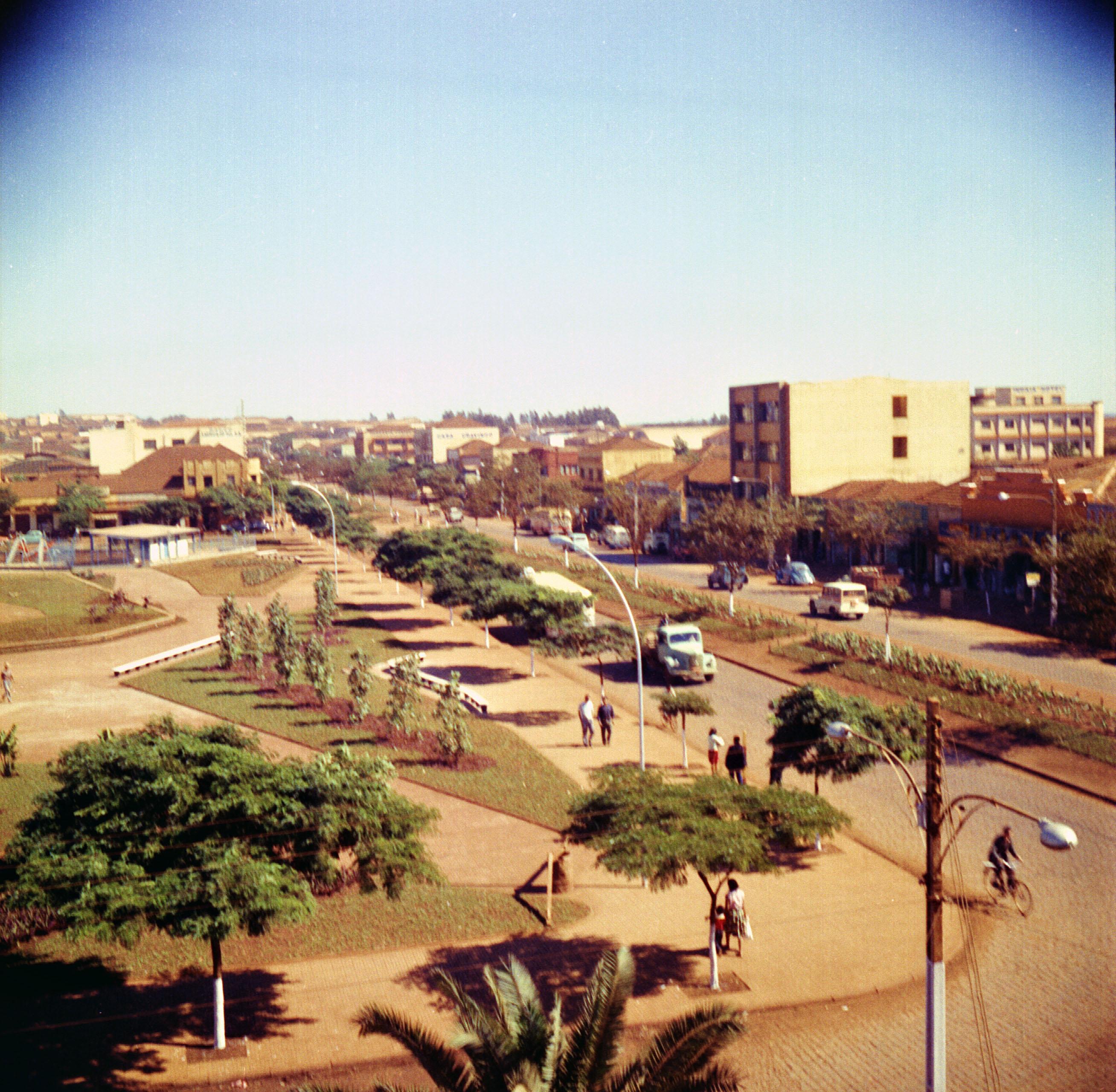 Avenida Brasil esquina com a avenida Duque de Caxias - Anos 1960