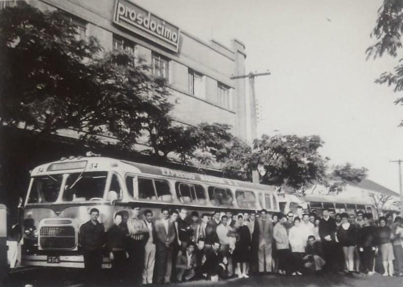 Em frente da Prosdóscimo - Década de 1950