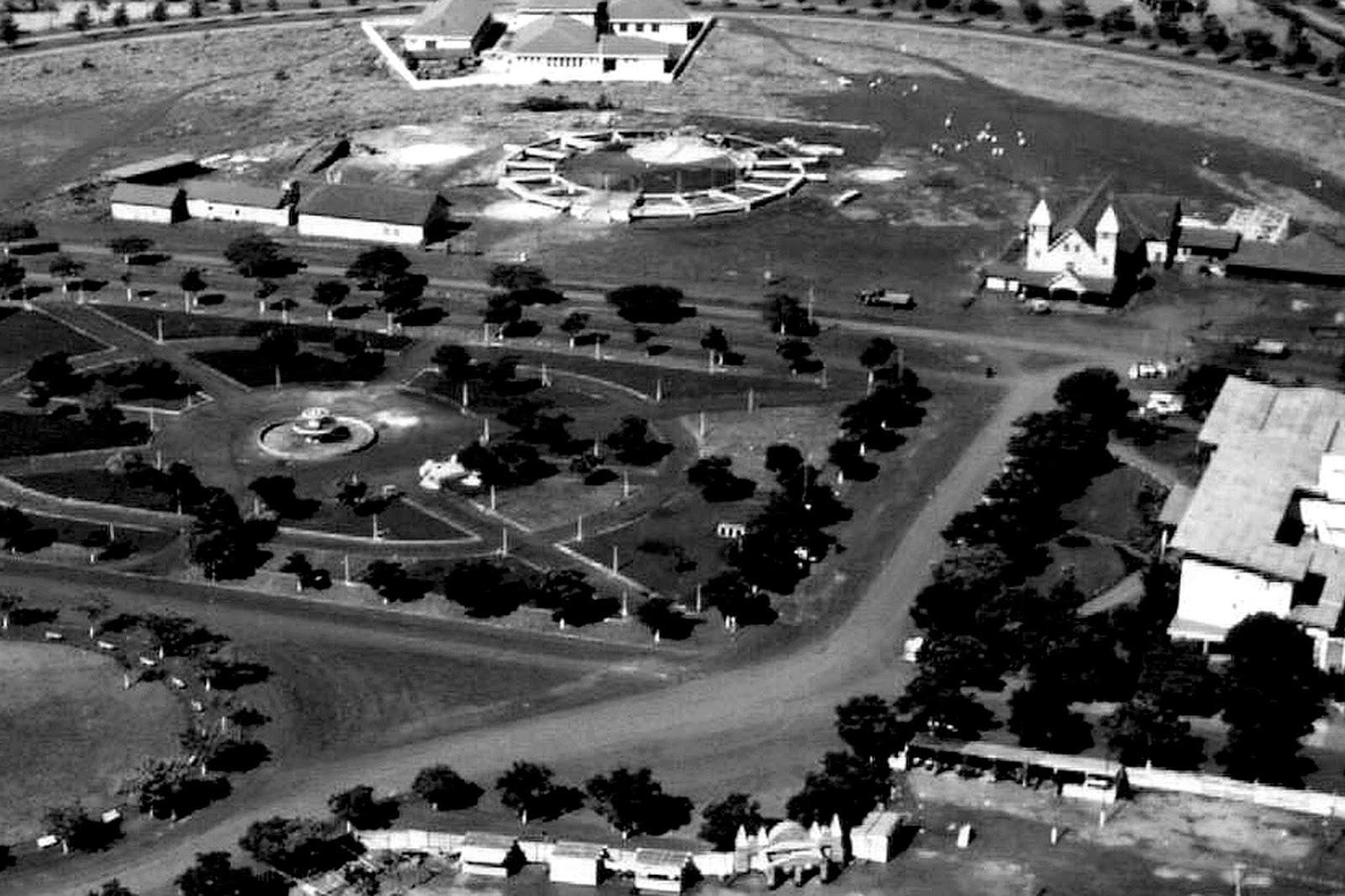 Fonte da praça Dom Pedro II - Década de 1950