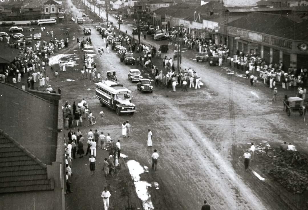 Avenida Brasil esquina com a avenida Duque de Caxias - Anos 1950