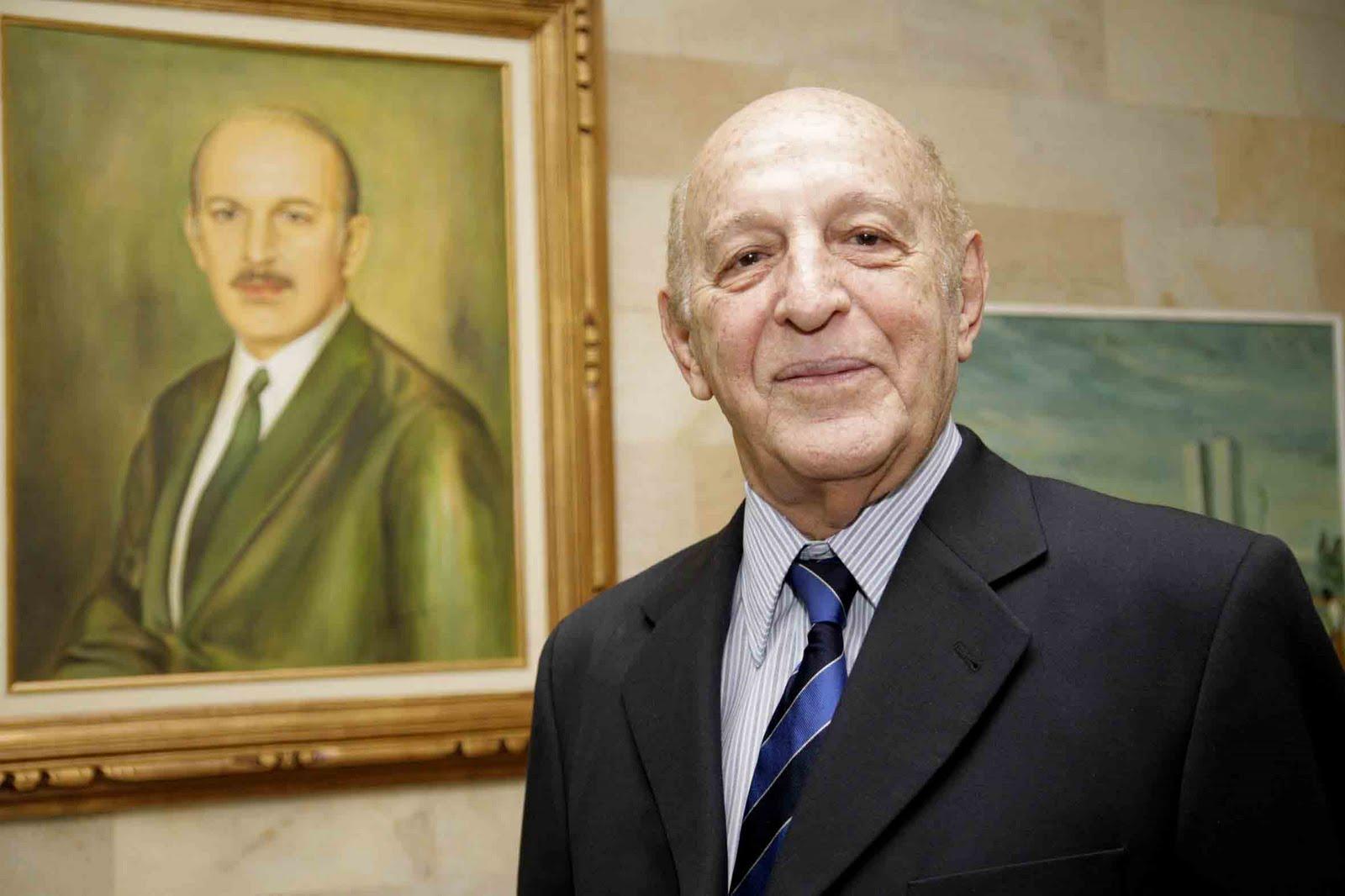 Dr. Adriano José Valente (1921-2010)