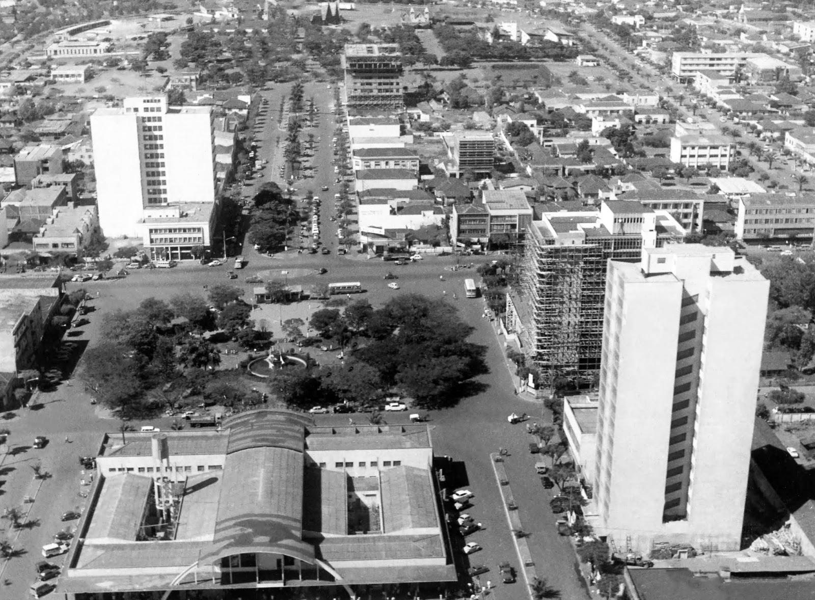 Rodoviária Municipal e praça Raposo Tavares - Década de 1960