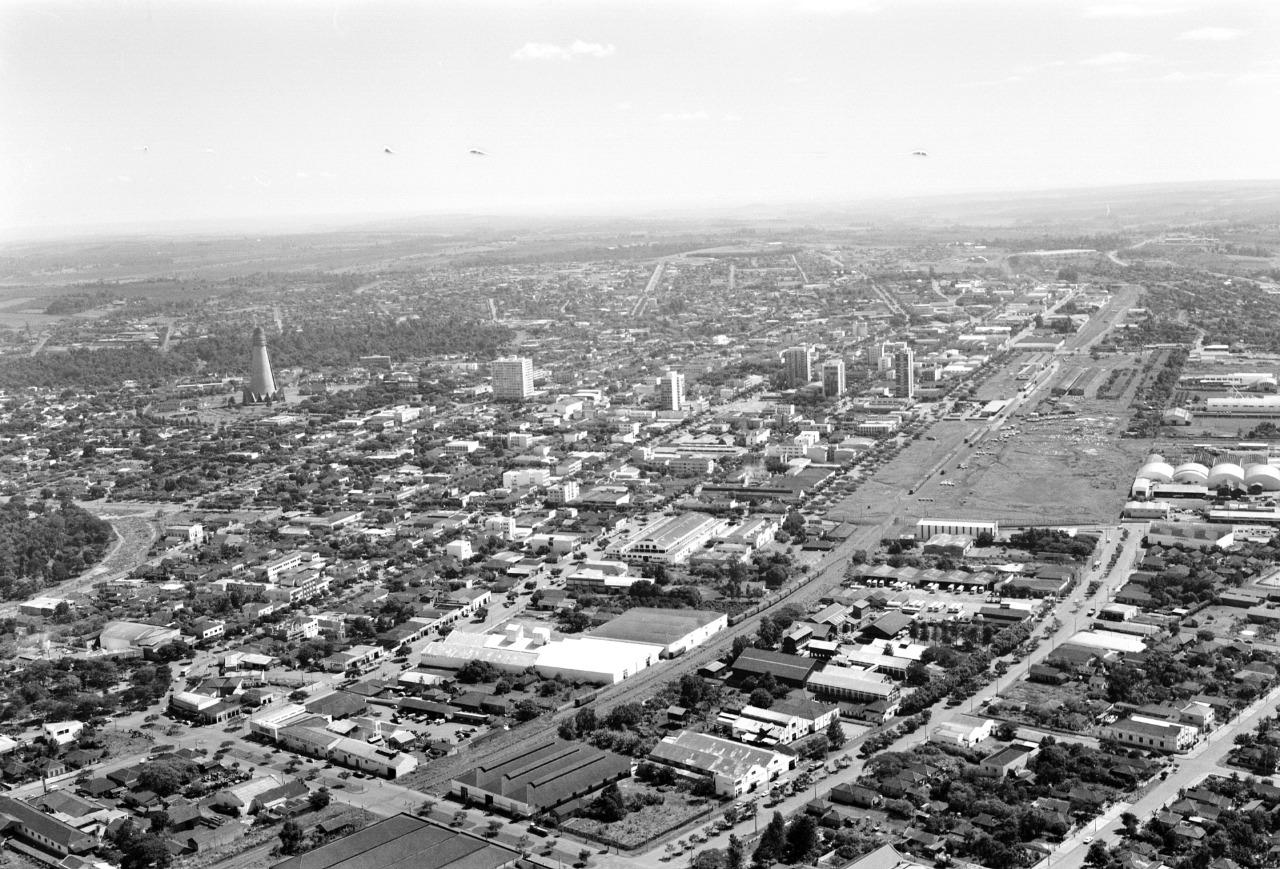 Vista aérea do centro - Início dos anos 1970