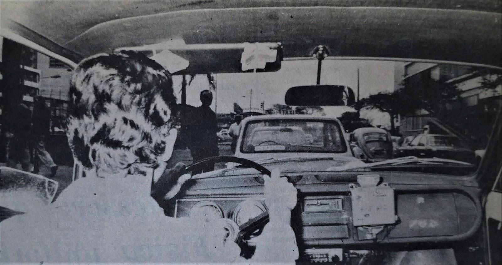 Interior de um táxi - 1975