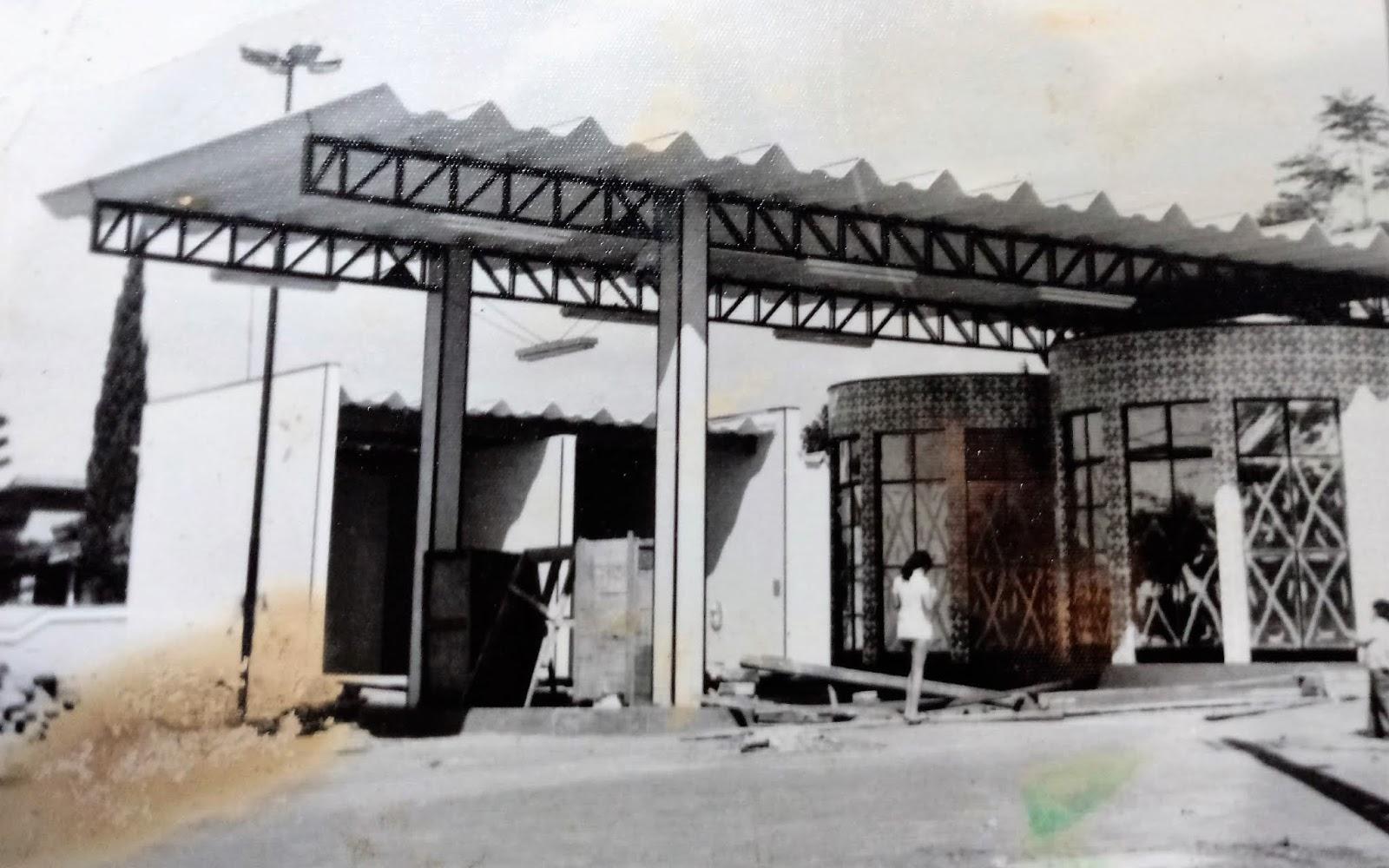 Posto de combustíveis da praça dos Expedicionários - 1974