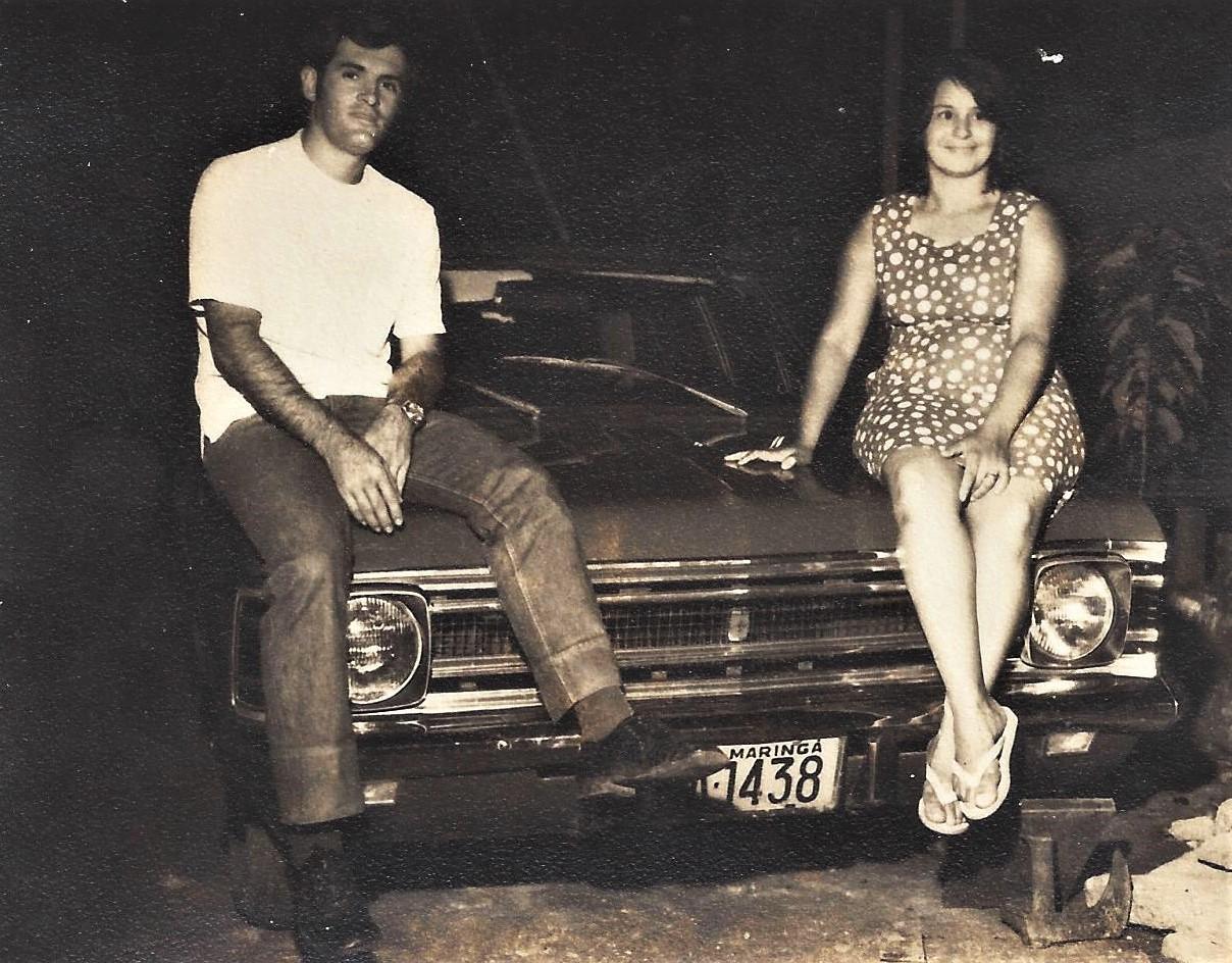 Casal sobre o Opala - 1970