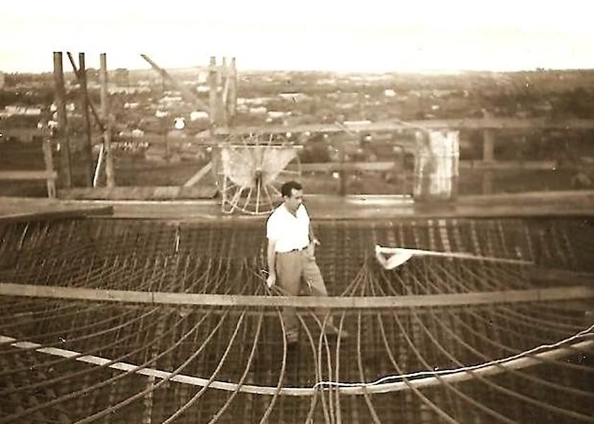 Carlos Alcântara Rosa no reservatório elevado - Anos 1960