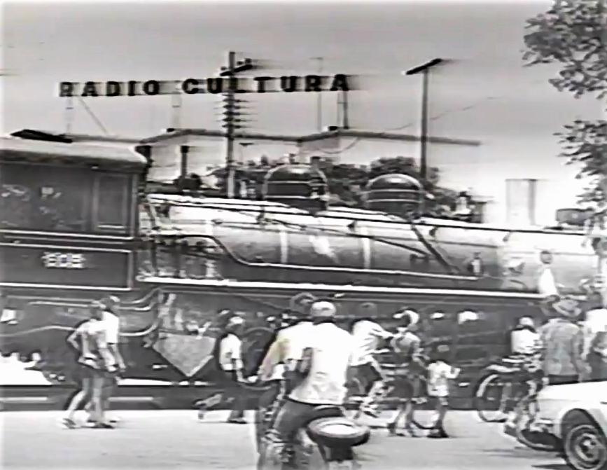 Transporte da Locomotiva 608 - 1973 (sob outro ângulo)