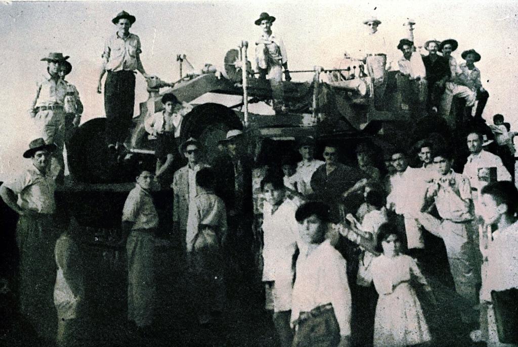 Américo Dias Ferraz e sua Cartepillar - 1956
