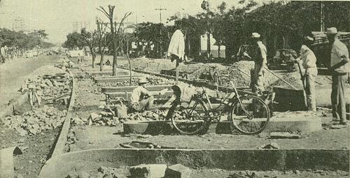 Estacionamento tipo espinha de peixe - Década de 1960