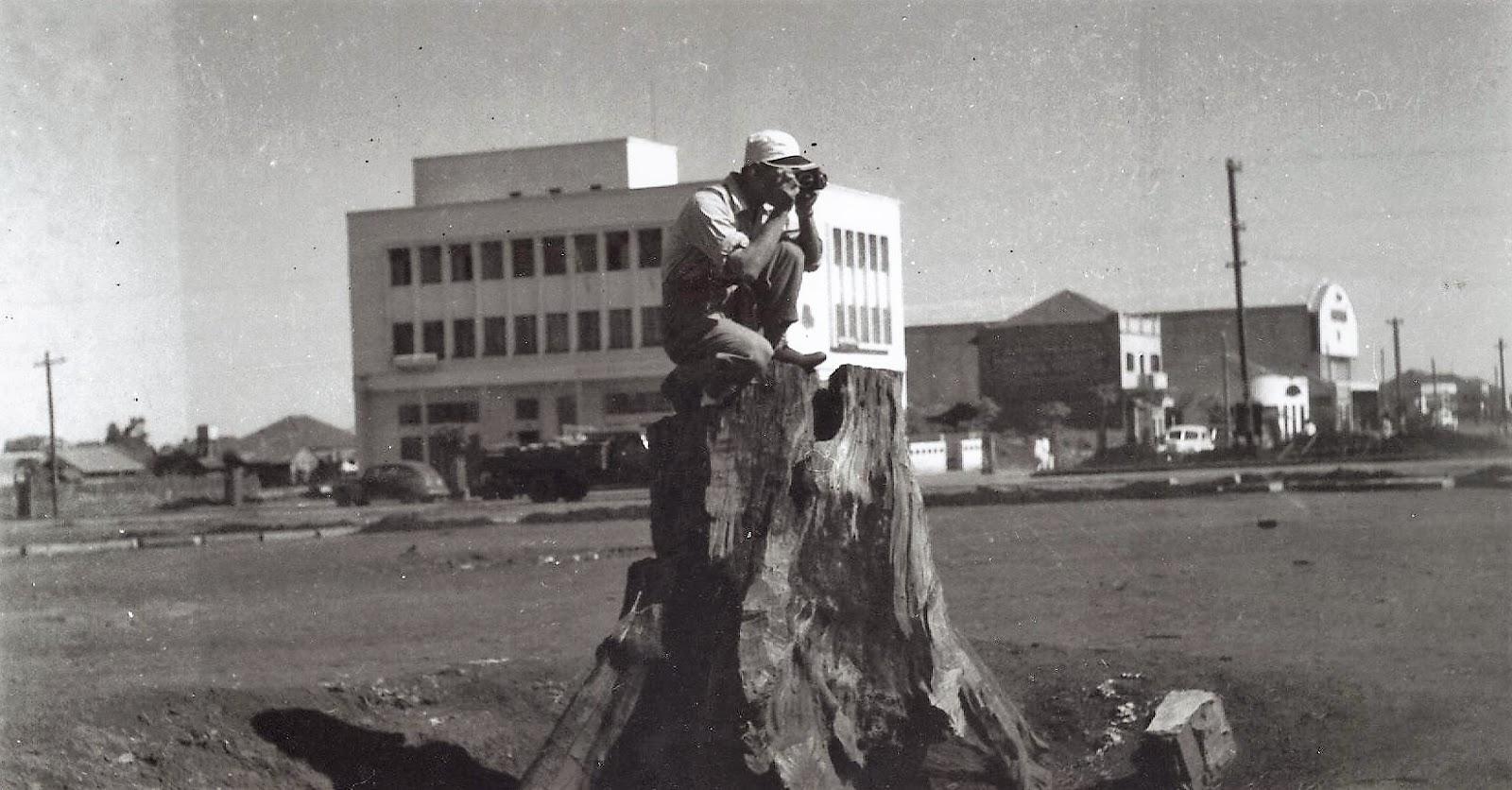Kenji Ueta na praça Raposo Tavares - 1953