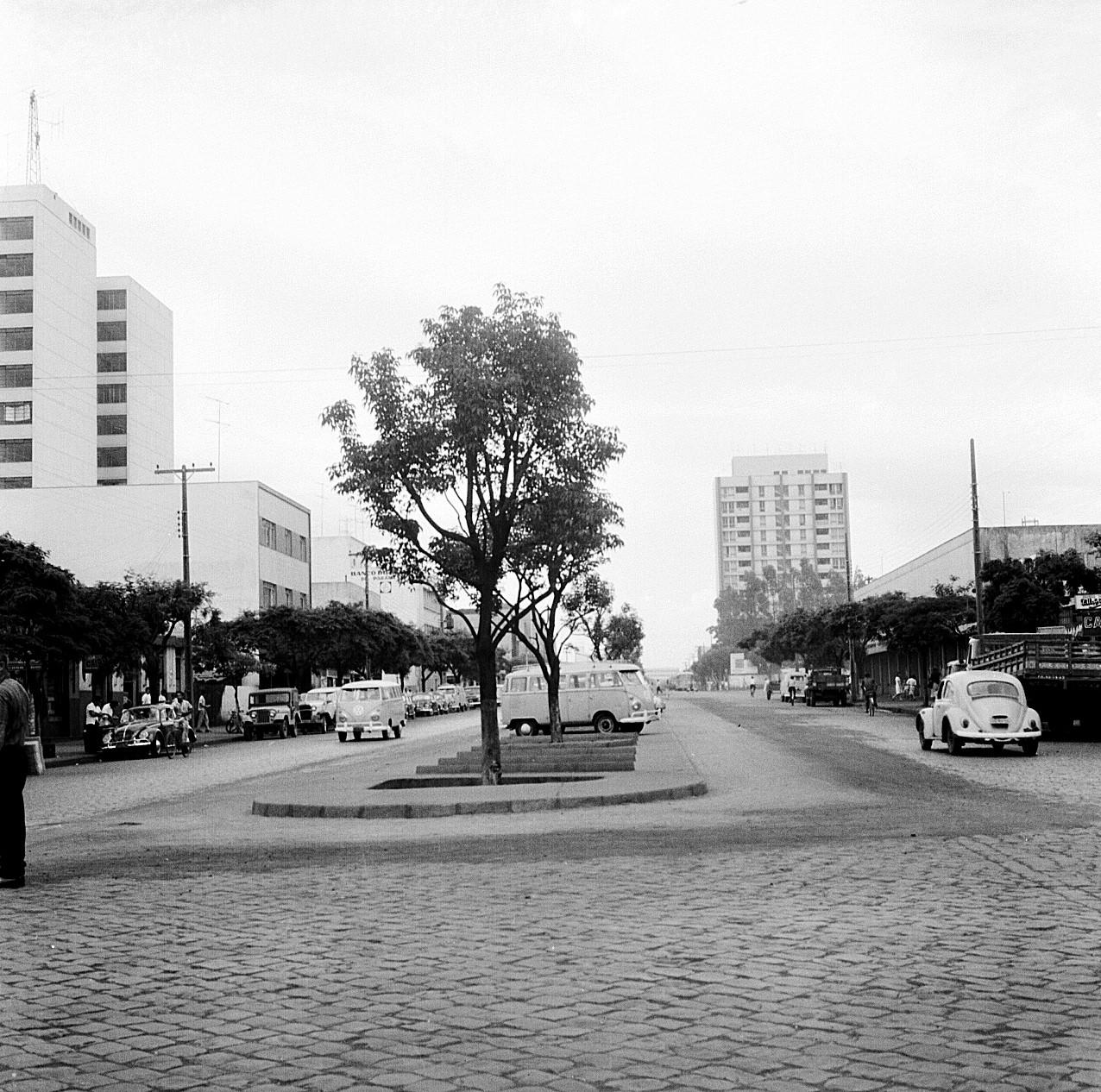 Avenida Brasil esquina com Avenida Herval - Anos 1960