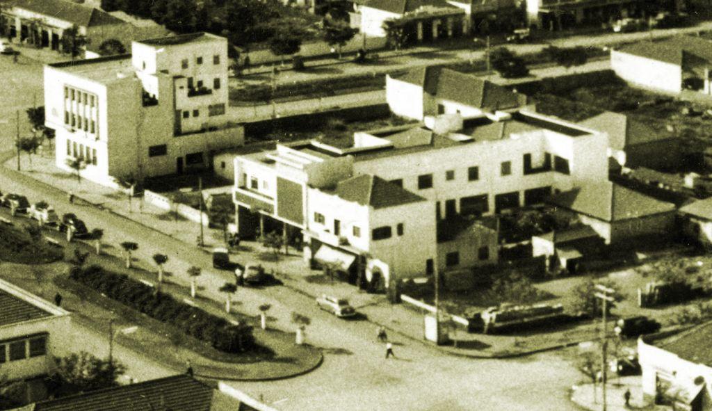 Avenida Getúlio Vargas esquina com a Rua Santos Dumont - Década de 1950