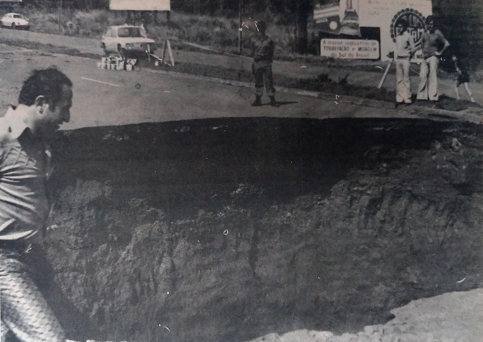 Cratera na avenida Colombo - 1978