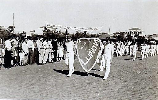 Desfile de aniversário de Maringá - 1958