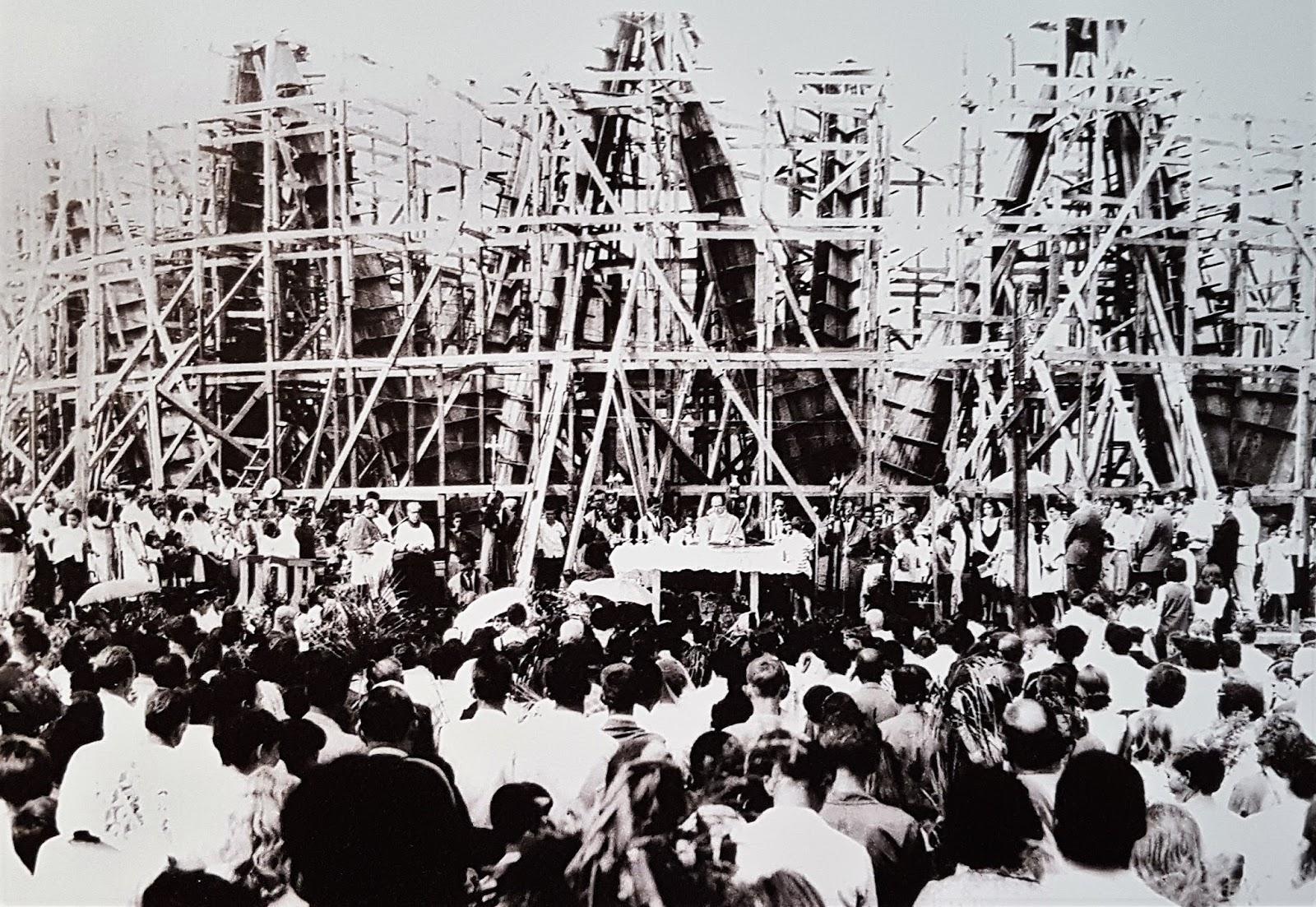 Missa na Catedral em construção - Década de 1960