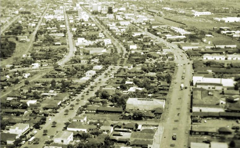 Vista aérea da Vila Operária e do Centro - Década de 1960