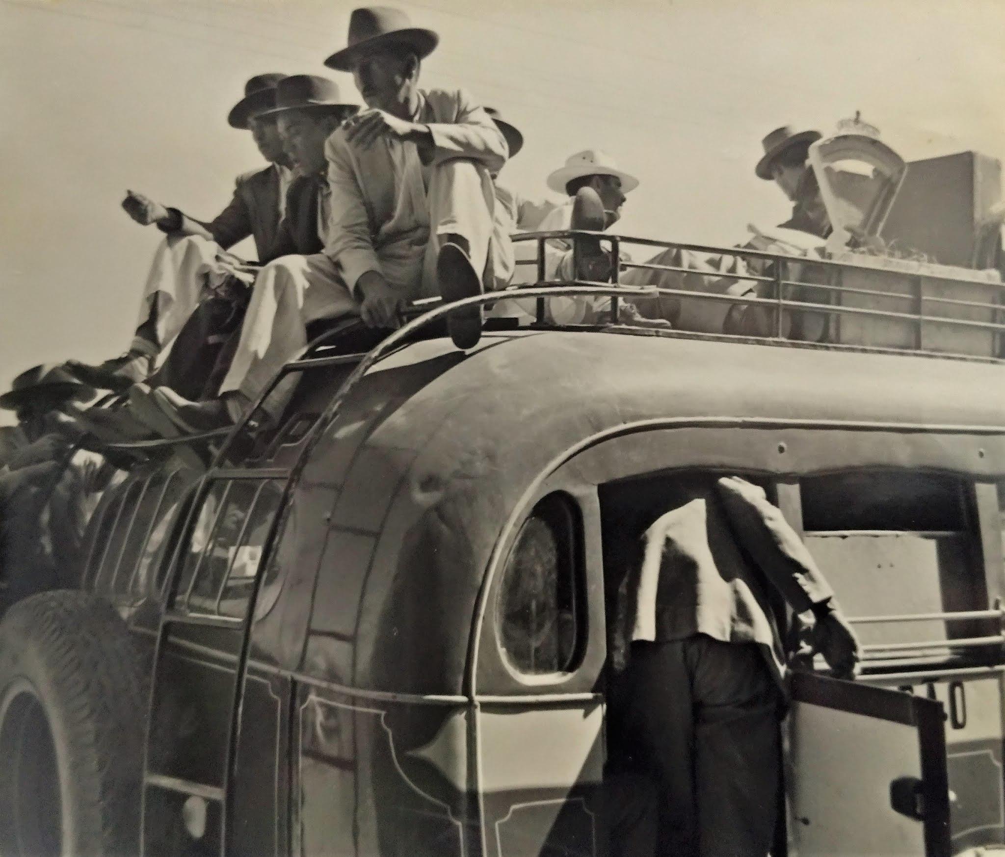 Pioneiros sobre o ônibus - Década de 1950
