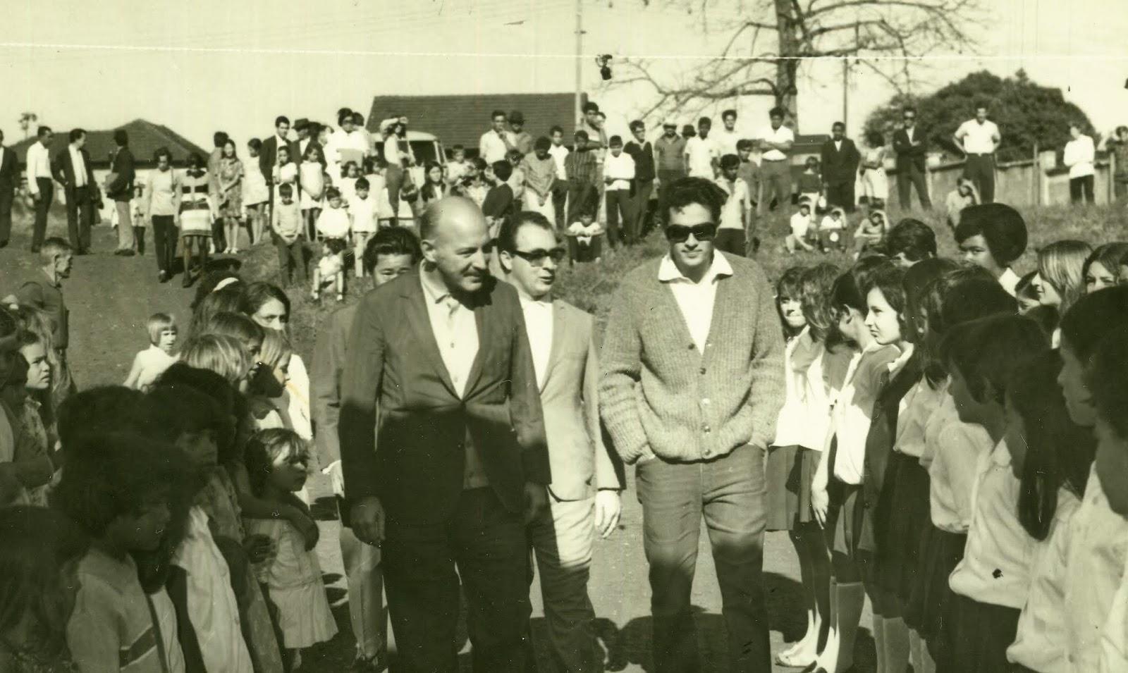 Adriano Valente e equipe na Vila Morangueira - 1970