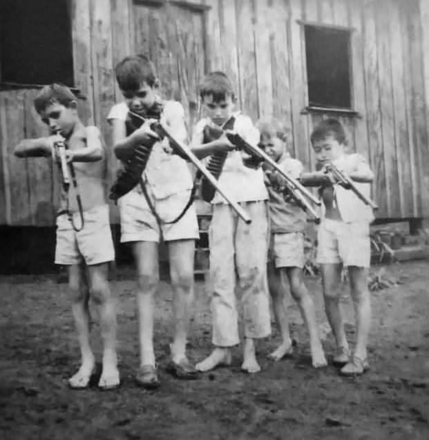 Crianças armadas na Vila Bosque - 1964