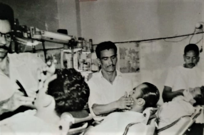 Interior do Salão e Barbearia Líder - Década de 1950