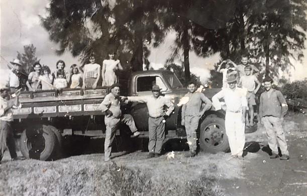 Família Calvi na estrada Guaiapó - 1964