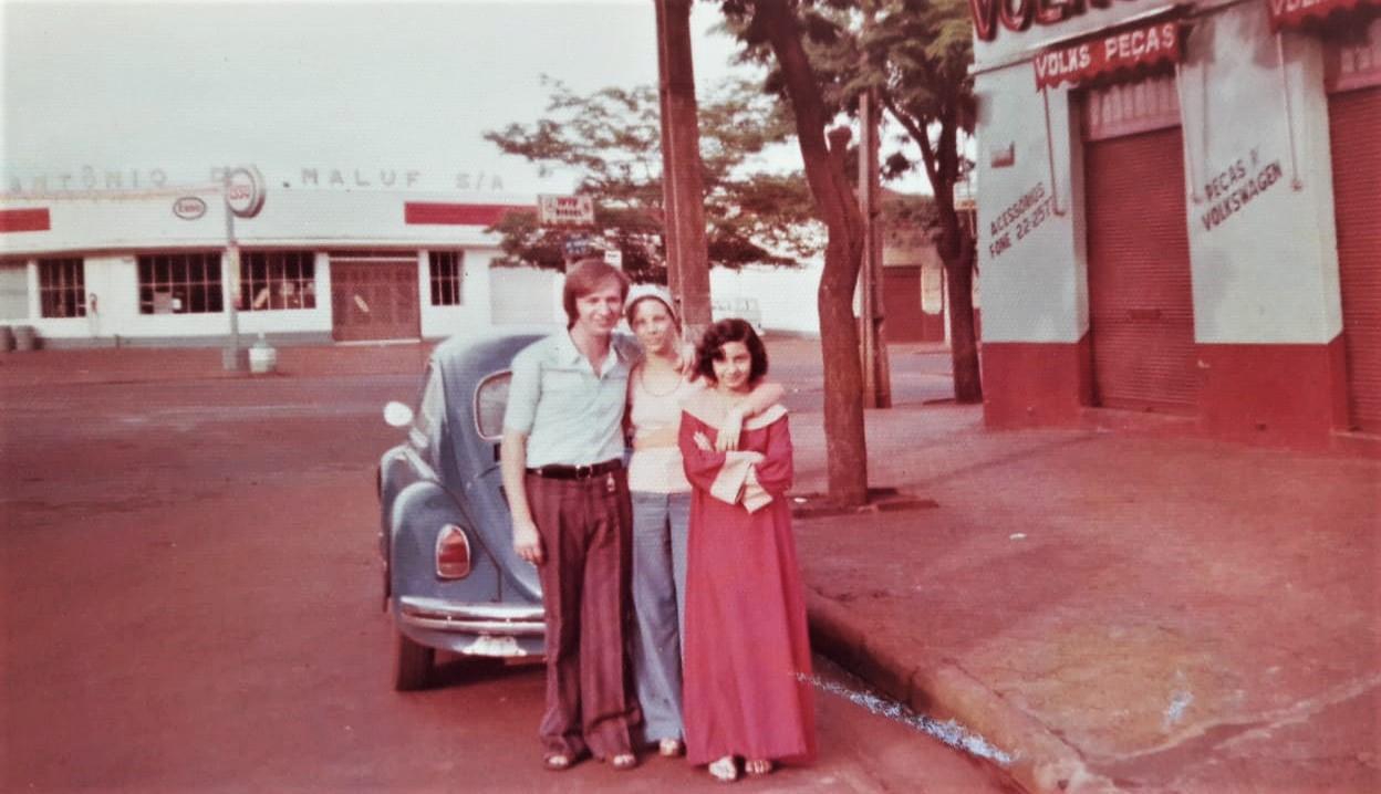 Família na praça José Bonifácio - Final dos anos 1970