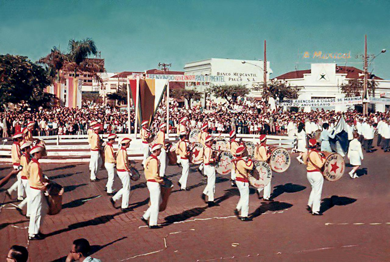 Desfile do aniversário de Maringá - 1967